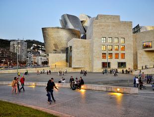 Rewitalizacja po baskijsku. Rozmowa z Alfonso Martinez Cearrą