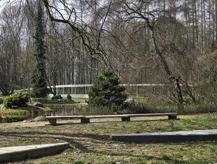 Ogrodowa hybryda – o koncepcji pawilonu w Rogowie Jacek Krych